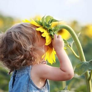 fotoliagirlsmellingsunflower-1.jpg