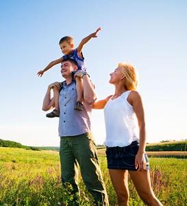 Family_Kid_On_Shoulders.jpg