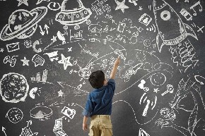 Kid-drawing-on-blackboard.jpg